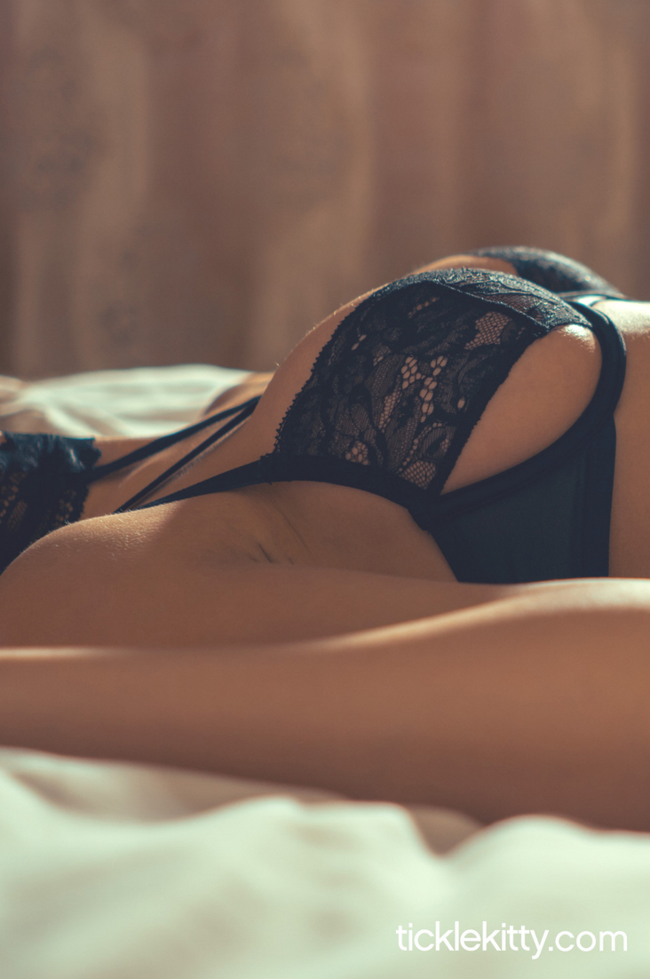 These Pre-Foreplay Touches Take Lovemaking to the Next Level